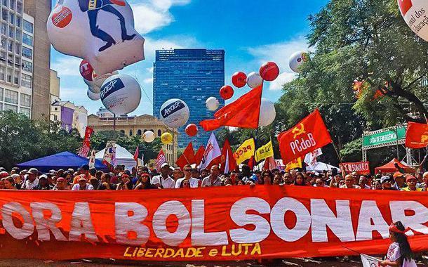 """""""FORA BOLSONARO"""" no Vale do Anhangabaú em São Paulo."""