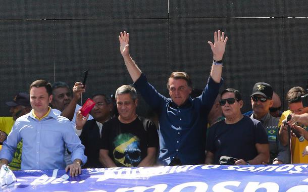 Jair Messias Bolsonaro participa de ato na Esplanada dos Ministérios