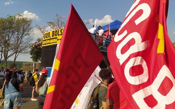 Ato contra Jair Bolsonaro reuniu o MBL e partidos como o PCdoB