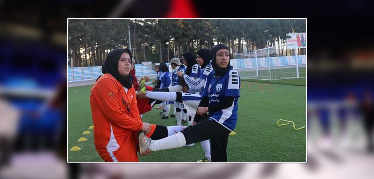Jogadoras de Herat, no Afeganistão, retratadas no documentário 'Herat Football Club'