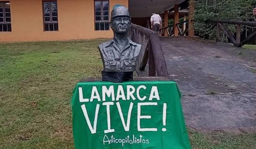 Busto em homenagem ao guerrilheiro Carlos Lamarca em Cajati (SP)