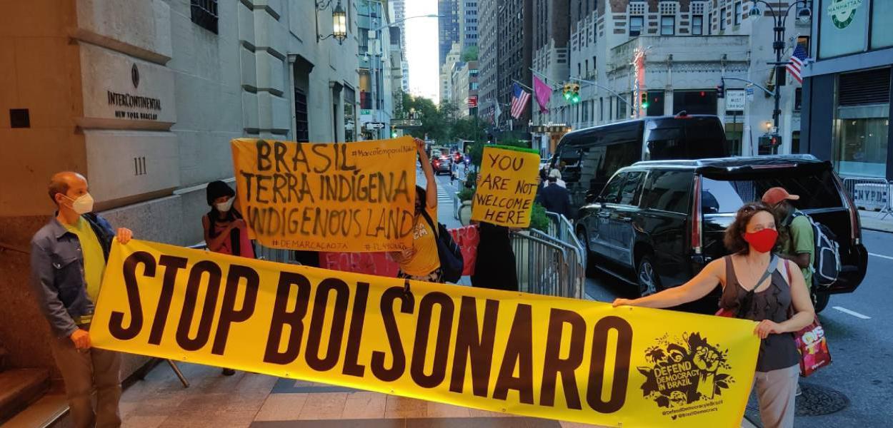 Bolsonaro chega a Nova York sem máscara, entra no hotel pelos fundos e é  alvo de protestos - Brasil 247