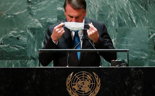 Jair Bolsonaro recoloca a máscara depois de falar na abertura da Assembleia-Geral da ONU21/09/2021