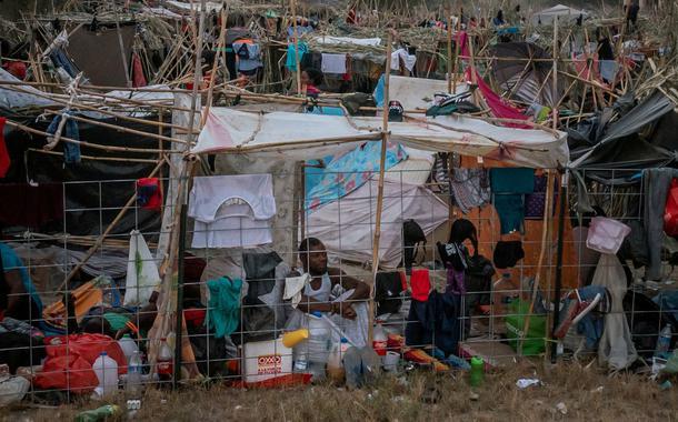 Migrantes em acampamento improvisado em Del Rio, no Texas 21/09/2021 REUTERS/Adrees Latif