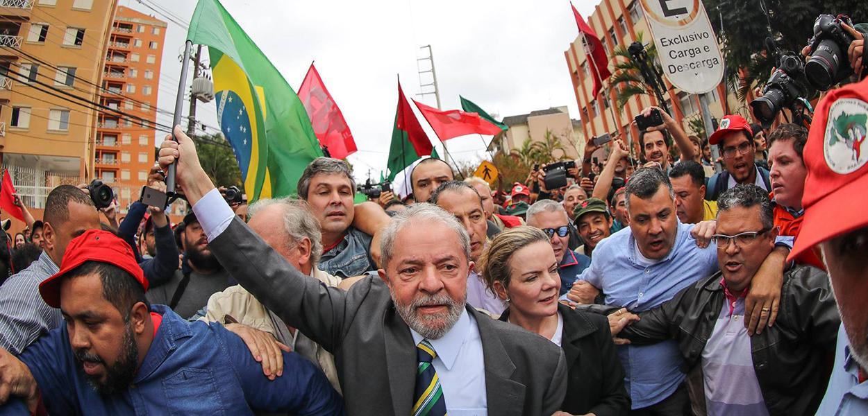 Ex-presidente Luiz Inácio Lula da Silva durante um ato pela democracia