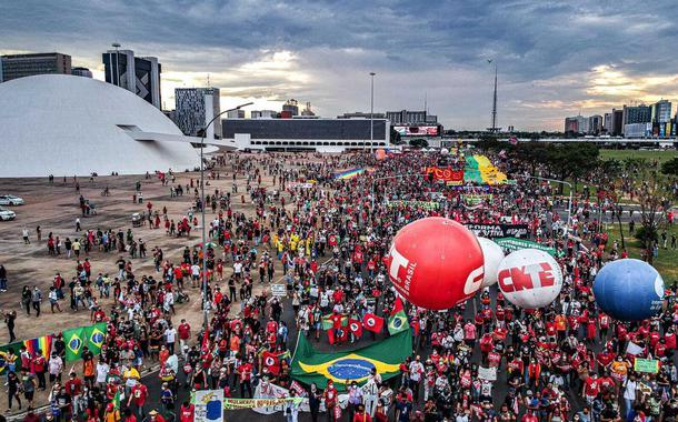Milhares na Esplanada dos Ministérios contra Bolsonaro em 2 de outubro de 2021
