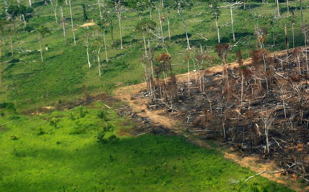 Vista aérea de área desmatada da Amazônia em Rondônia. 28/09/2021