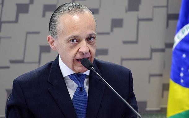 Bolsonaro indica diplomata alvo de sindicância por assédio moral para embaixada no Equador