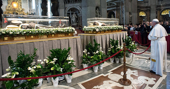 Pope Francis venerates the remains of Padre Pio and St. Leopold Mandić in St. Peter's Basilica on February 6, 2016. (Credit: © L'Osservatore Romano)