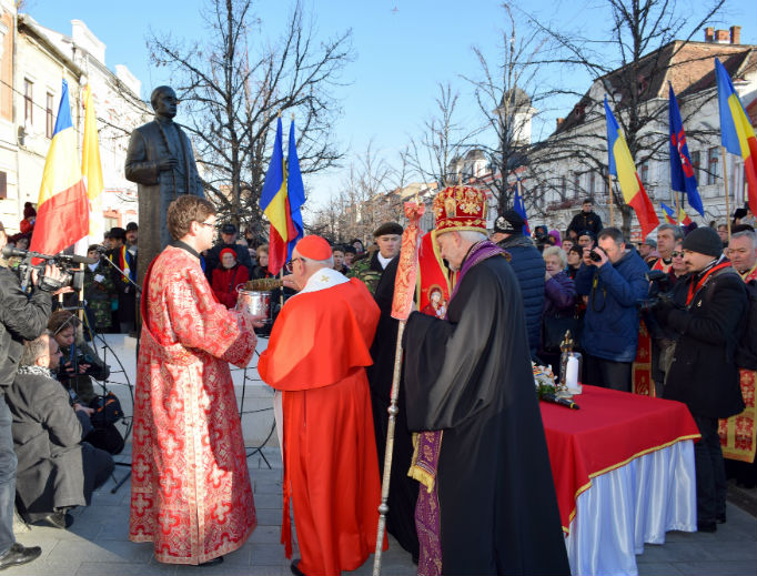Cardinal Francesco Monterisi and Bishop Florentin Crihalmeanu (back to camera) prepare to bless a statue of Greek Catholic Cardinal 'in pectore' Iuliu Hossu (1885-1970) whose cause is before the Holy See's Congregation for the Causes of Saints