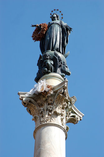Statue of the Immaculate Conception in Rome's Piazza di Spagna