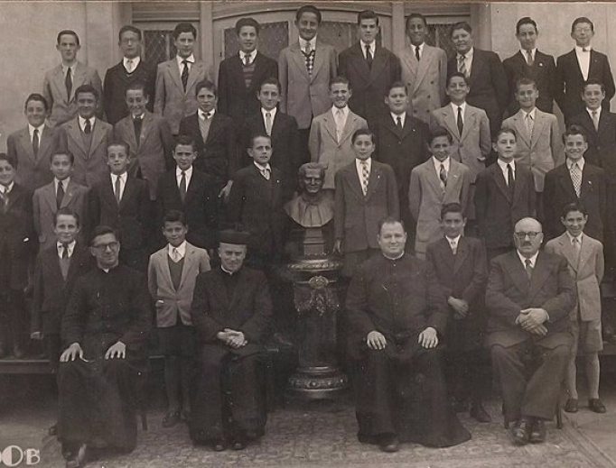 Jorge Mario Bergoglio, Pope Francis as a student (4th from left, middle row), studied chemistry before joining the priesthood.