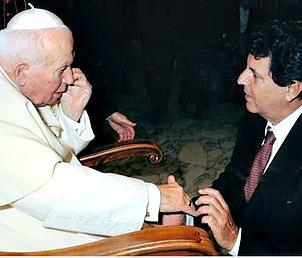 Oswaldo Payá was received by Pope John Paul II in 2002.