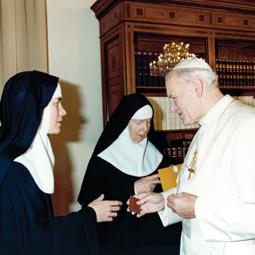MEETING THE POPE. Mother Dolores Hart, left, and Lady Abbess, right, greet Blessed Pope John Paul II.
