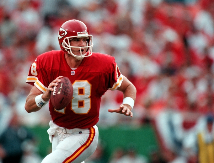 Elvis Grbac playing for the Kansas City Chiefs, the team he went to the Pro Bowl with in 2001.