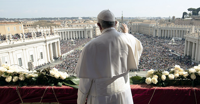 Pope Francis gives his Urbi et Orbi address to pilgrims in St. Peter's Square on Easter morning, March 27, 2016. (© L'Osservatore Romano)