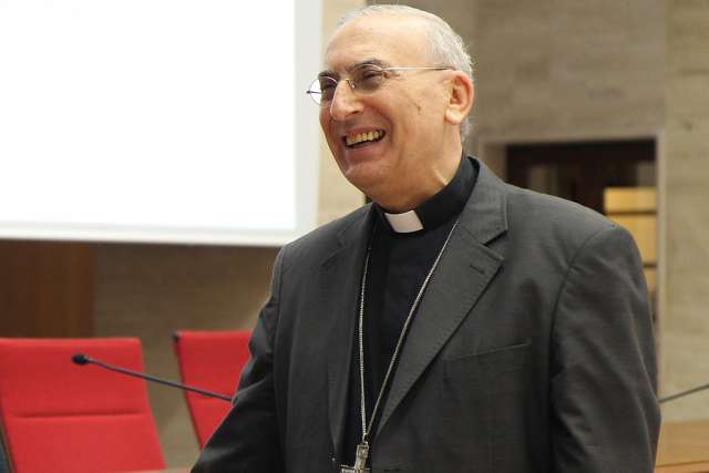 Archbishop Mario Zenari, who will be elevated to the cardinalate at the Nov. 19 consistory, speaks at a September 2015 conference.