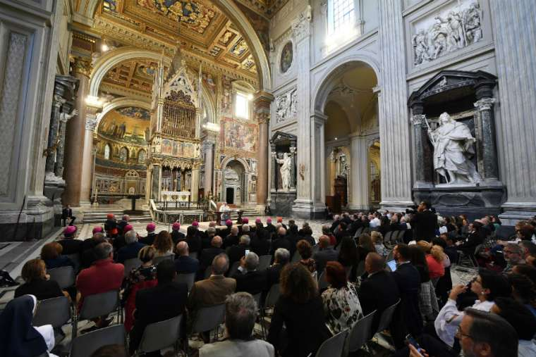 Pope Francis addresses participants in a training course promoted by the Roman Rota at the Archbasilica of St. John Lateran Sept. 27.