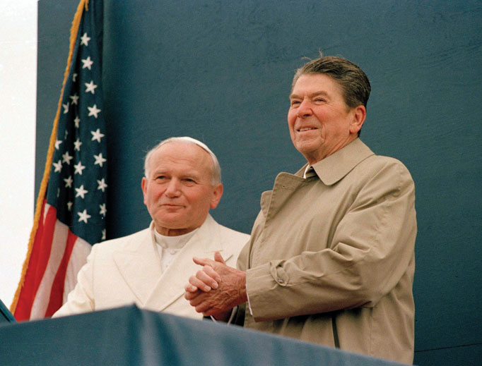 President Ronald Reagan smiles at the crowd as Pope John Paul II stands by his side during a joint appearance at the airport in Fairbanks, Alaska, May 2, 1984.