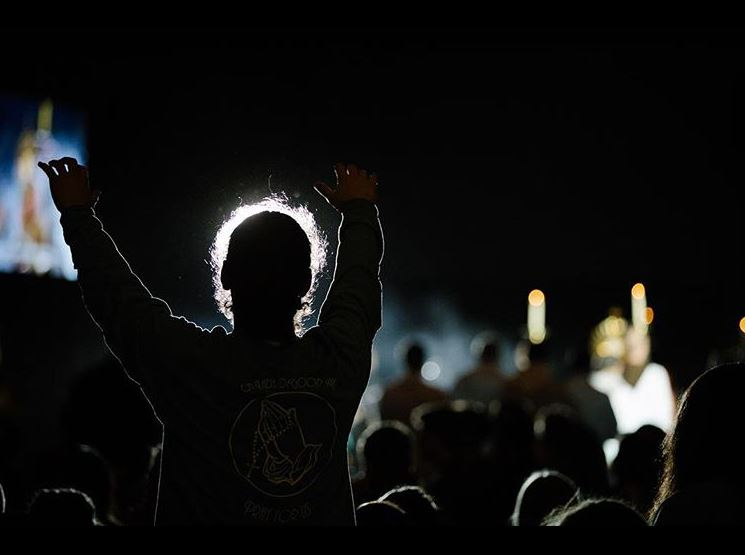 Young people attend adoration at 'SEEK 2019.'