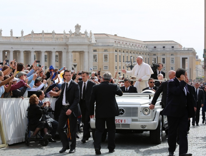 Pope Francis greets pilgrims from the popemobile during the General Audience in St. Peter's Square, May 25, 2016.