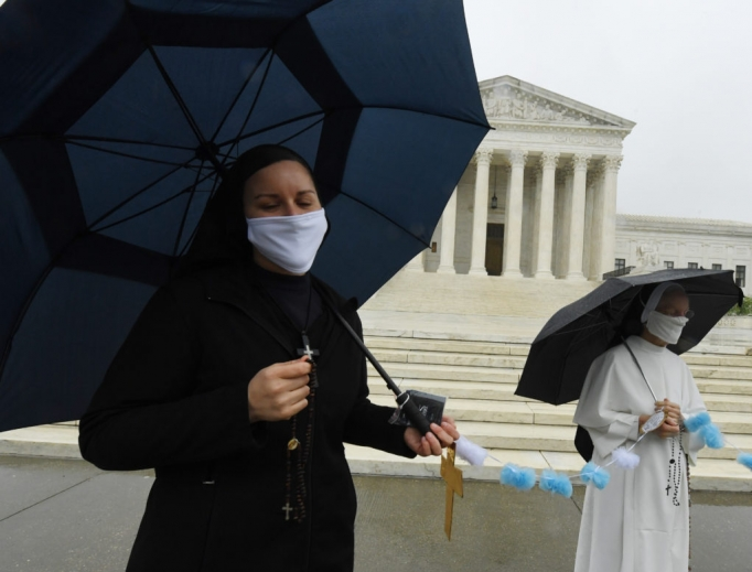 Little Sisters of the Poor convened in front of the United States Supreme Court wearing masks to pray the Rosary before the historic telephonic oral arguments.
