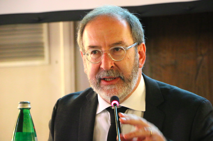 Riccardo Cascioli, director of 'La Nuova Bussola Quotidiana', speaking at the April 22nd conference.
