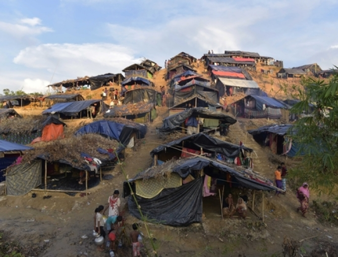 Myanmar's minority Rohingya people build makeshift tents and take shelter at Balukhali rohingya camp, in Ukhiya, Coz's Bazar, Bangladesh on Sep, 25, 2017.