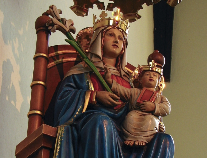 Above, Our Lady of Walsingham; below, three mothers enjoy life in Walsingham.