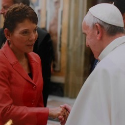 Reggie Littlejohn meets Pope Francis during the 2013 MaterCare International Conference in Rome.