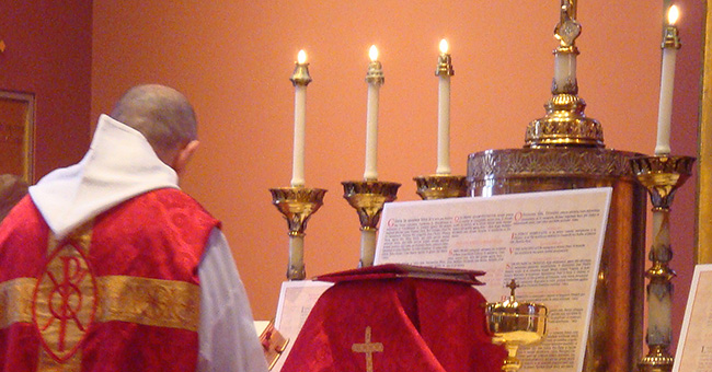 Traditional Latin Mass celebrated on Palm Sunday 2009 in the chapel of Boston's Cathedral of the Holy Cross