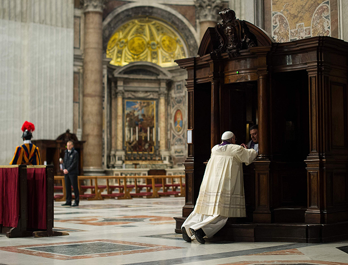 Pope Francis goes to Confession at St. Peter's Basilica on March 28, 2014. (Credit: © L'Osservatore Romano)