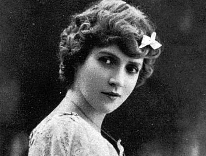 French actress Ève Lavallière, circa 1890