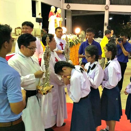 Students venerate the relics of Sts. John XXIII and John Paul II in Sriracha, Thailand.