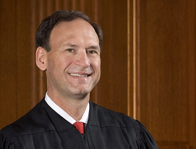 Official portrait of U.S. Supreme Court Associate Justice Samuel Alito (Source: Collection of the Supreme Court of the United States. Photographer: Steve Petteway)