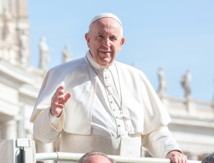 Pope Francis waves to the crowds gathered for his General Audience, May 8, 2019.