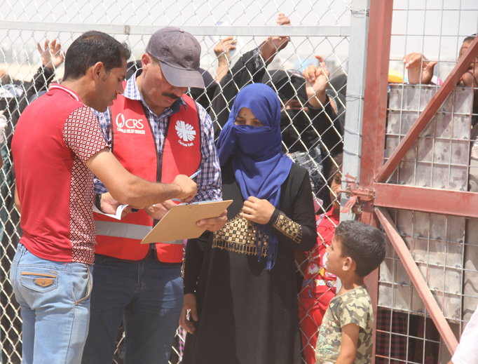 Caritas Iraq assists with emergency distribution of supplies to families displaced by the military operation in Fallujah.