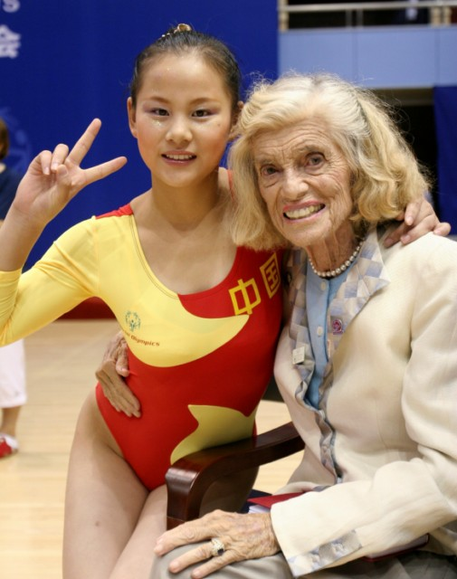 Eunice Kennedy Shriver with an athlete at the 2007 Special Olympics in Shanghai.