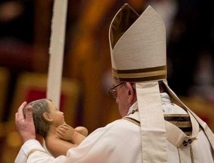 e Francis celebrates Midnight Mass for Christmas Dec. 24, 2017.