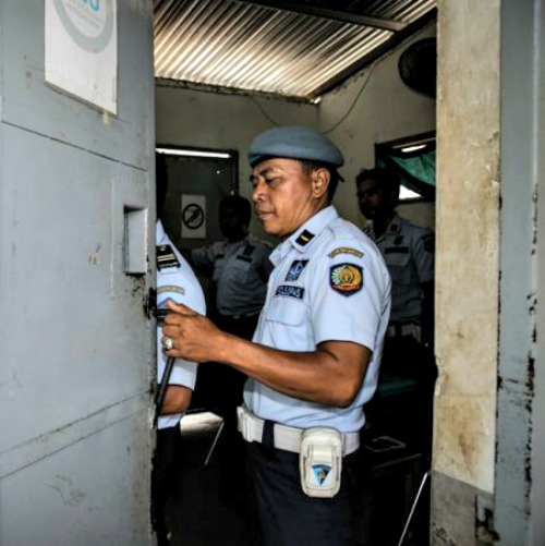 An officer closes the gate of Kerobokan prison in Indonesia, where Myuran Sukuraman and Andrew Chan are jailed, Feb. 10.