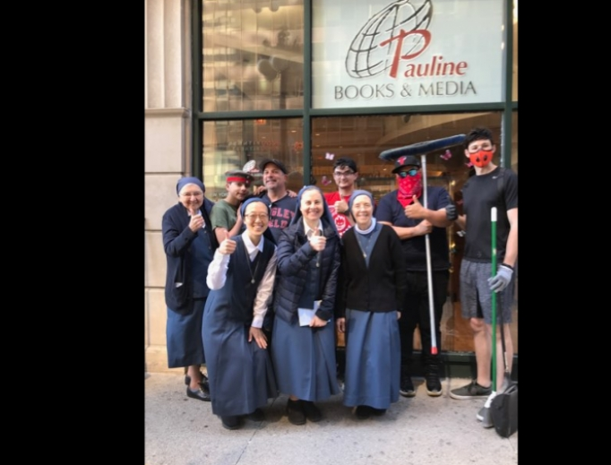 Sisters and volunteers outside the Pauline bookstore in Chicago.