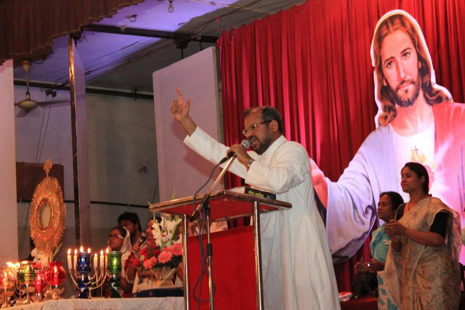 Bishop Franco Mulakkal, auxiliary bishop of the Delhi Archdiocese, is shown leading his popular Friday evening preaching with adoration at the community hall of the Sacred Heart Cathedral in New Delhi in 2013 before he was appointed bishop of Jalandar. He was arrested Sept. 21 on rape charges. The bishop maintains his innocence.