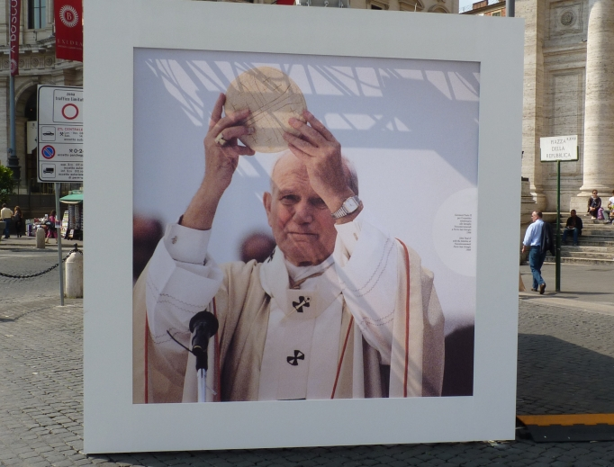 Reppublica Square decorated its streets with huge cubes full of images from John Paul II's pontificate, including moments from the Mass.