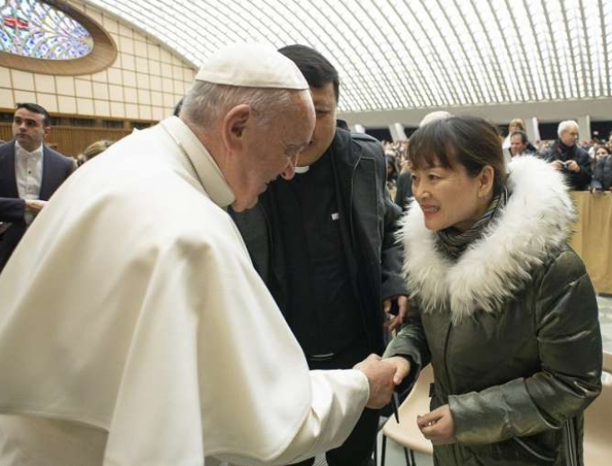 Pope Francis greets a woman after his weekly General Audience, January 8, 2020.