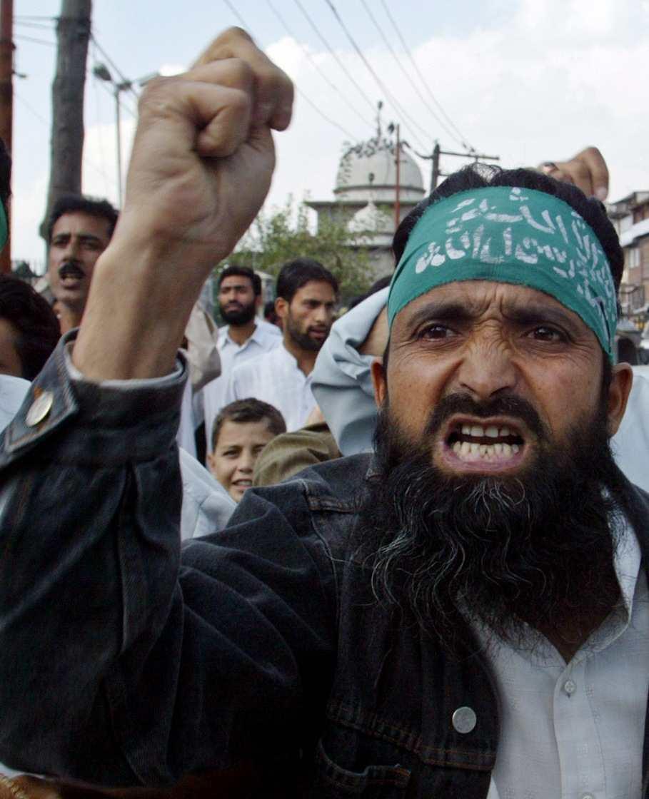 Muslims in Kashmir protest Regensburg speech.