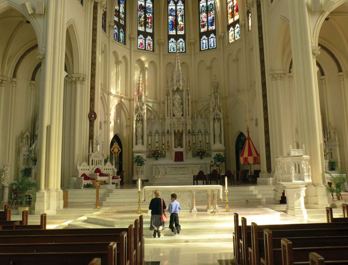 DIVINE DENVER. Above, the main altar draws worshippers' attention.