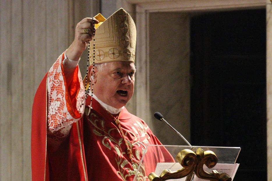 Cardinal Gerhard Müller holds up a Rosary during a homily in his titular church of Sant'Agnese in Agone, Rome, Jan. 21, 2020.