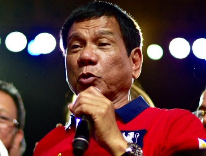 Rodrigo Duterte speaks at Manila's Rizal Park on May 7, 2016.