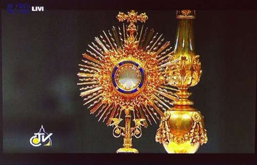 An image from the recent worldwide Eucharistic exposition.