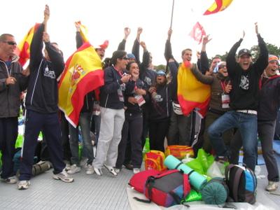 Spanish WYD pilgrims in Sydney react to the news of 2011's WYD in Madrid (Photo by Tim Drake)